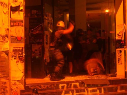 Όργιο καταστολής στην επίθεση στο Κ*  ΒΟΞ και την πλατεία Εξαρχείων που καθαρίζει το έδαφος για τους ναρκεμπόρους