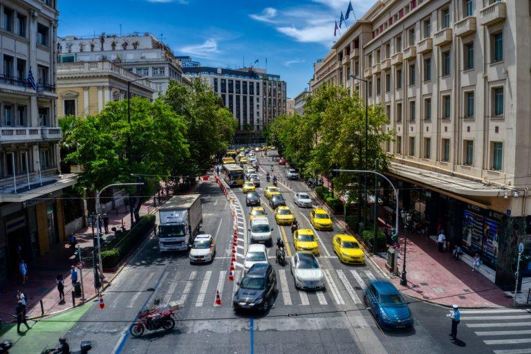 Μεγάλος Αθηναϊκός Περίπατος: Τουριστική βιτρίνα και απονέκρωση του κέντρου της πόλης σε μια Αθήνα τσιμέντου και ασφυξίας